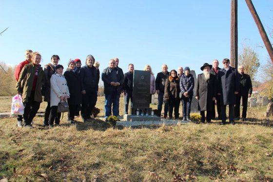 У Бурштині на єврейському кладовищі  відкрили знак пам 'яті.
