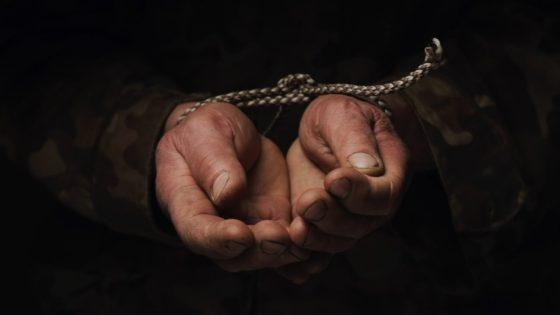 """Соціальний відеоролик """"Зупини торгівлю людьми"""". Щоб не потрапити у світ жорстокості та байдужості, не вір у казкові історії!"""